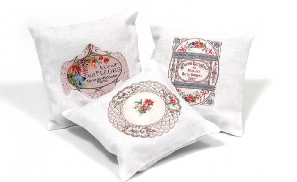 tamielle-Set-of-Cushions-Pe